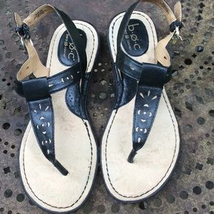 EUC Women's b.o.c. Black thong sandals size 9